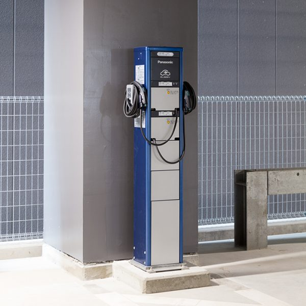 駐車場電気自動車用無料充電器