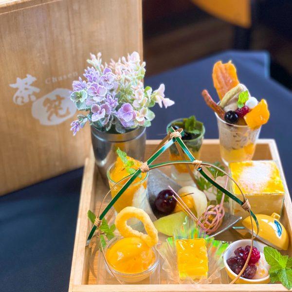 夏らしく華やかな「マンゴー玉手箱スイーツ」お試しください。