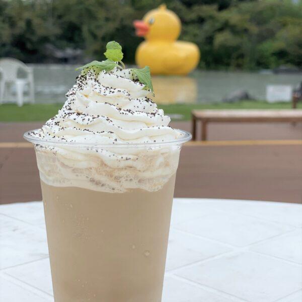 【ガーデンカフェ】2周年特別ドリンク『クリーミーフラットホワイト』登場!